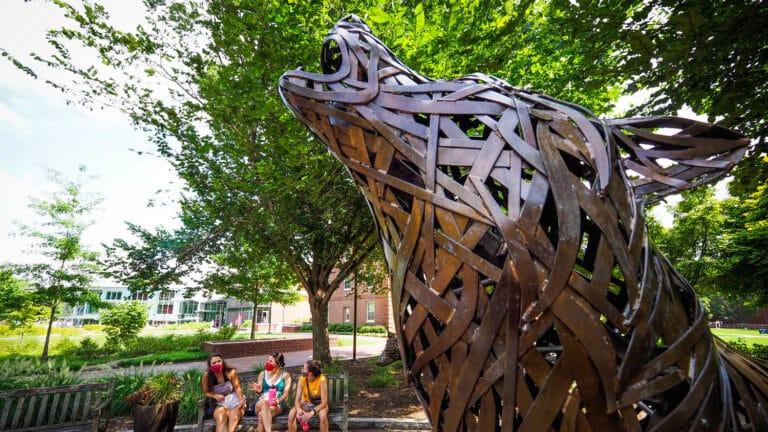 howling wolf metal lattice sculpture